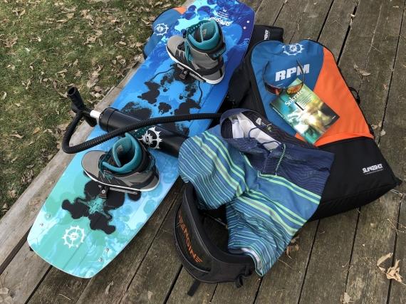 Board, kity, trapéz, šortky, kniha, brýle, co víc?