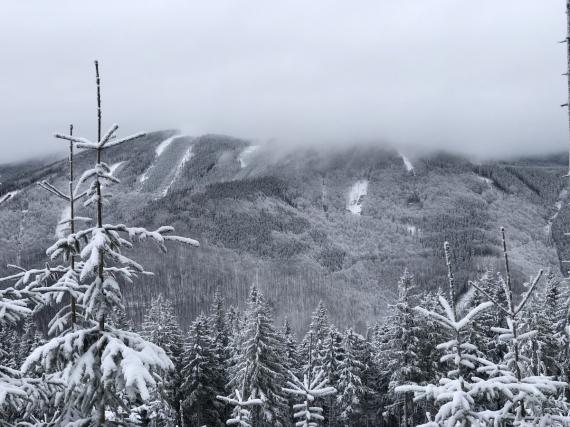 Na vrcholcích stále mlha...