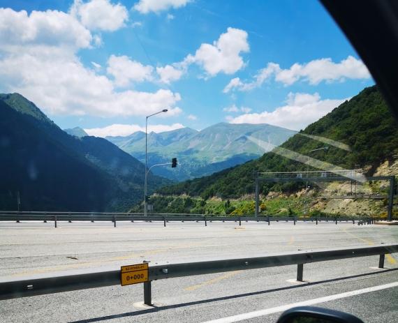 Přejezdy řeckých hor, ze 130km/h na 90 a užívačka.