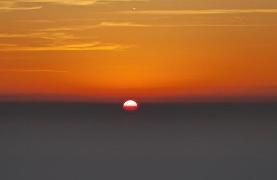 Slunce leze z mlhy..